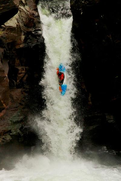 Янковская Елена в водопаде Куркуре