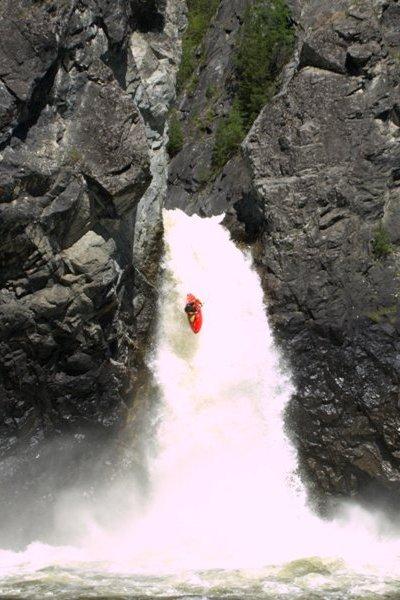 Хвостенко Сергей в водопаде Эхе-Гол