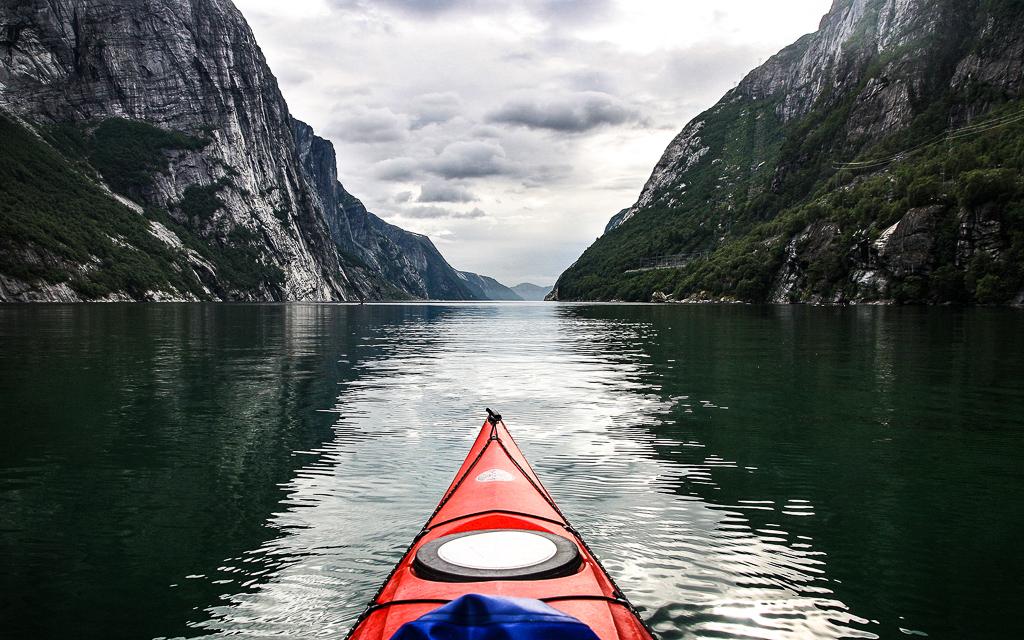 Морской каякинг в Норвегии. Люсефьорд