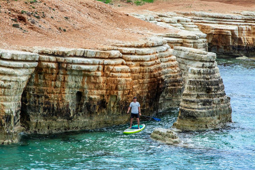 САП тур Кипр. Sea cave Cyprus.