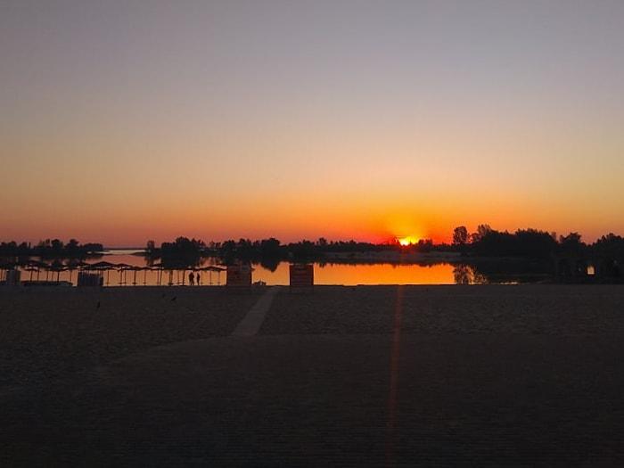 Рассвет на пляже Живчик в Черкассах